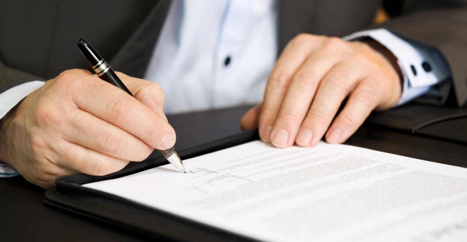 contract_signing_2